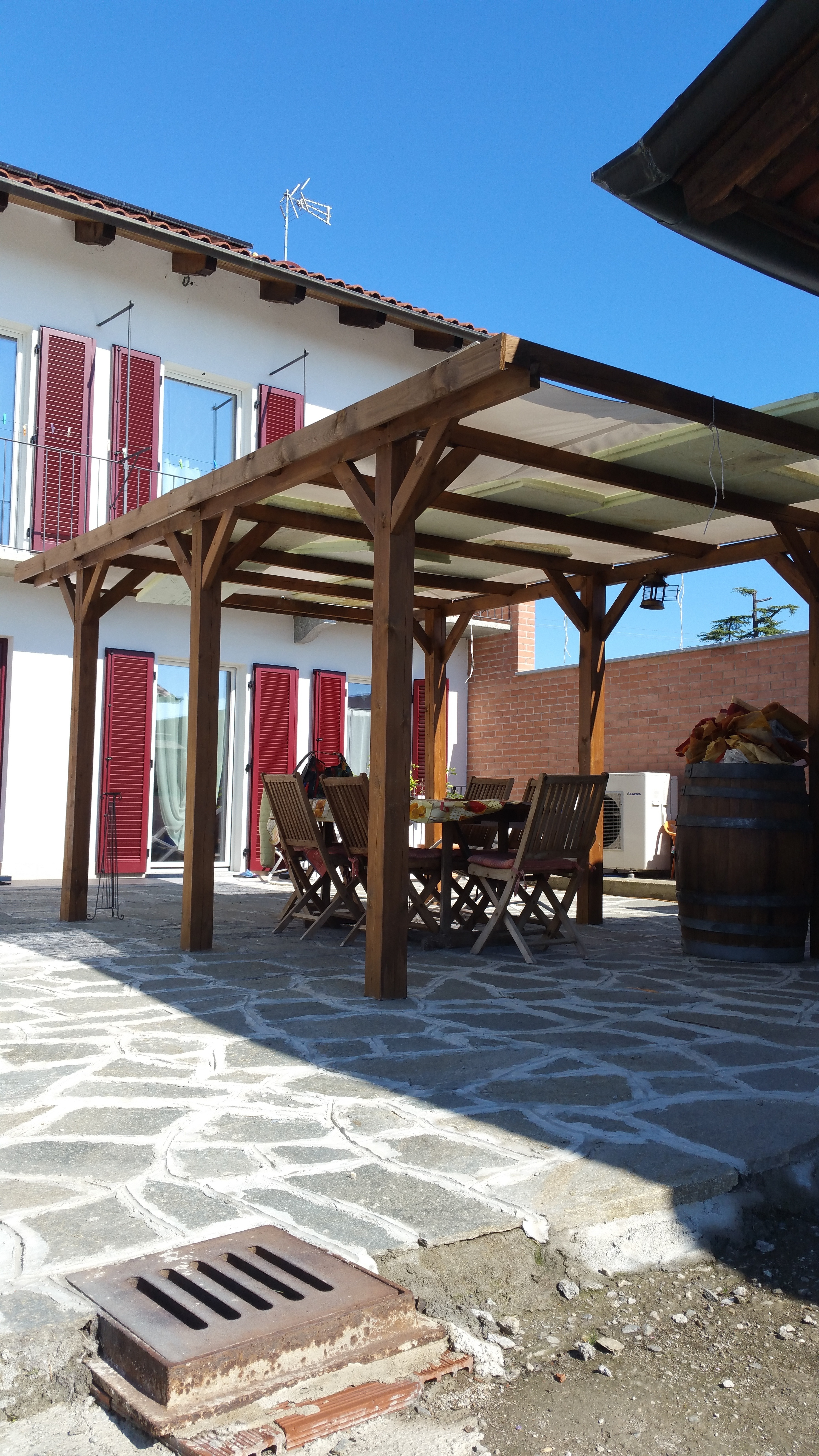 Bricherasio, centro, cascinale indipendente ristrutturato