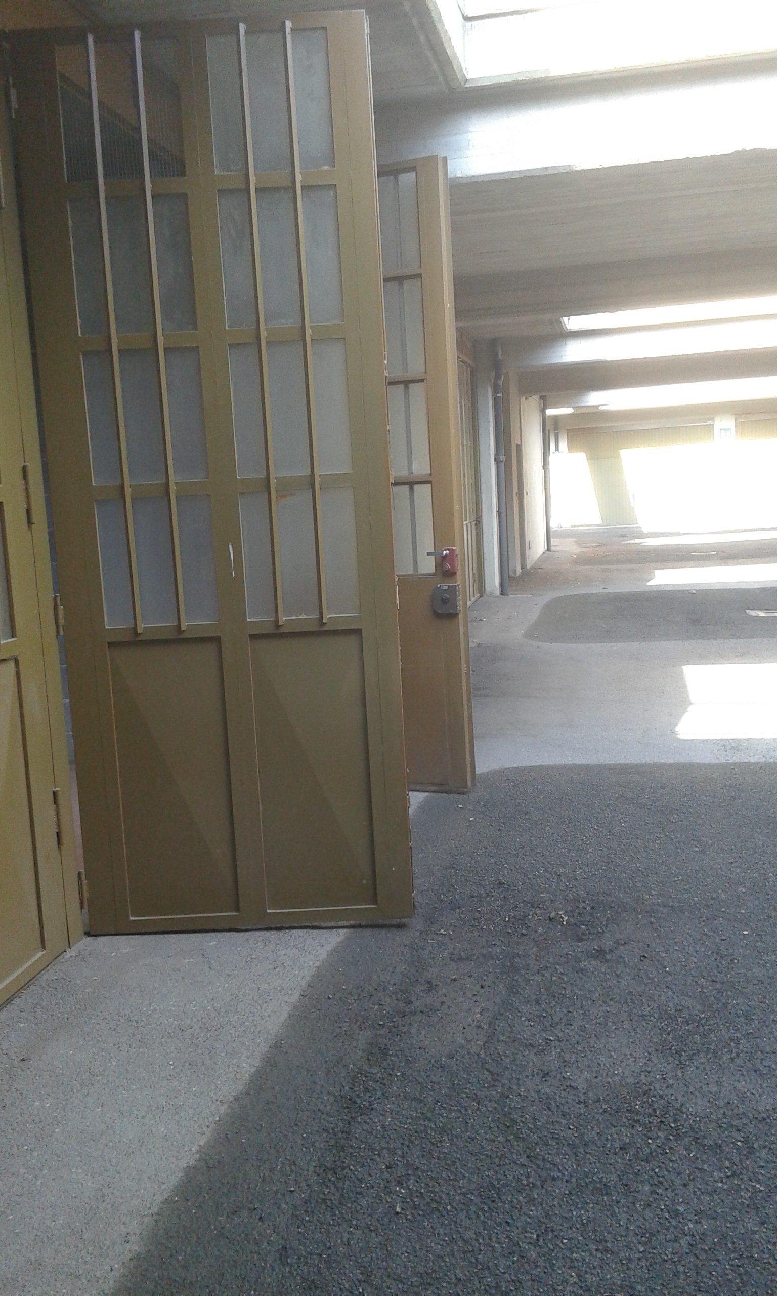 Pinerolo, zona S. Lazzaro, magazzino/box doppio