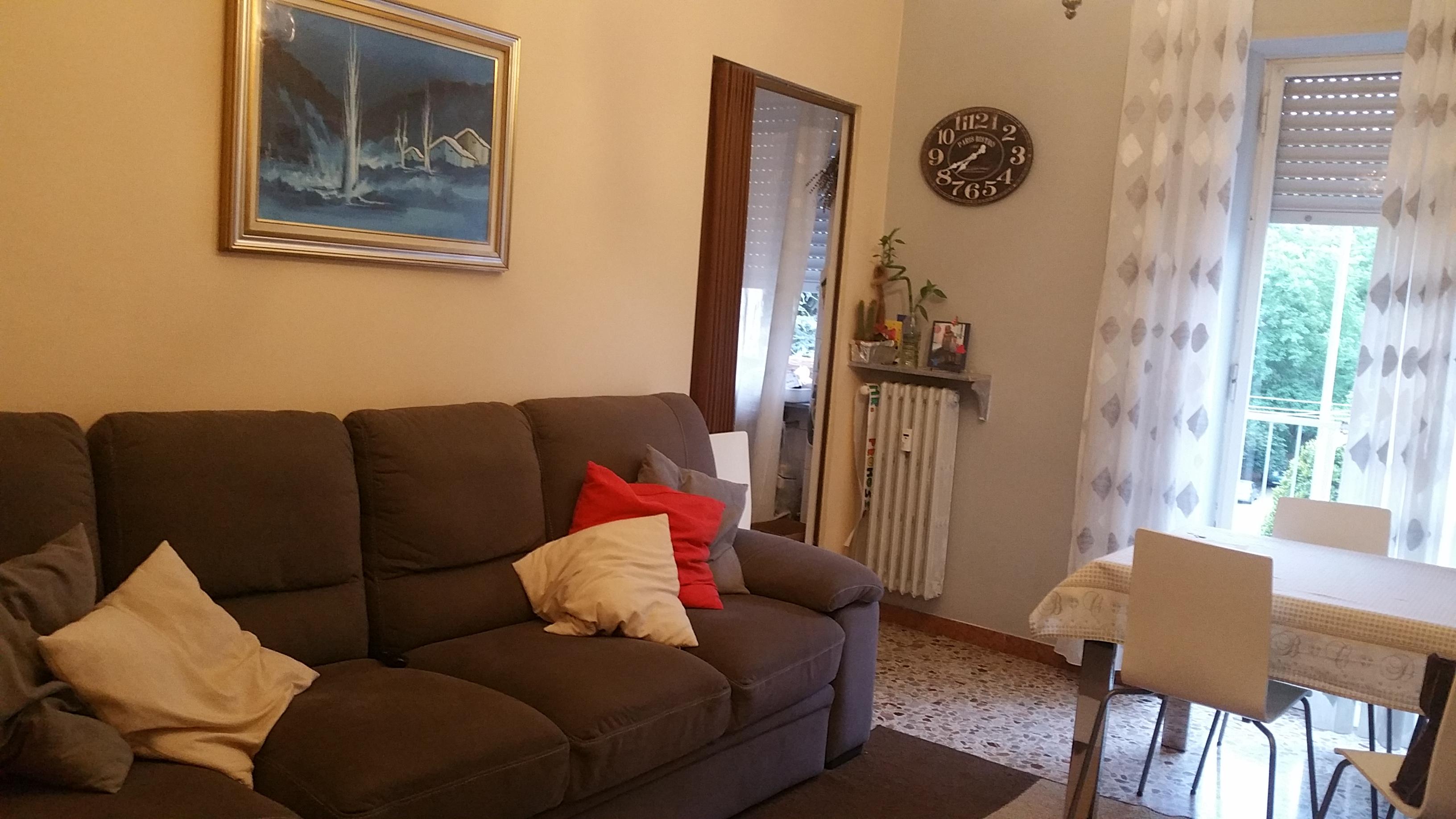 Pinerolo precollina, affittasi appartamento piano alto